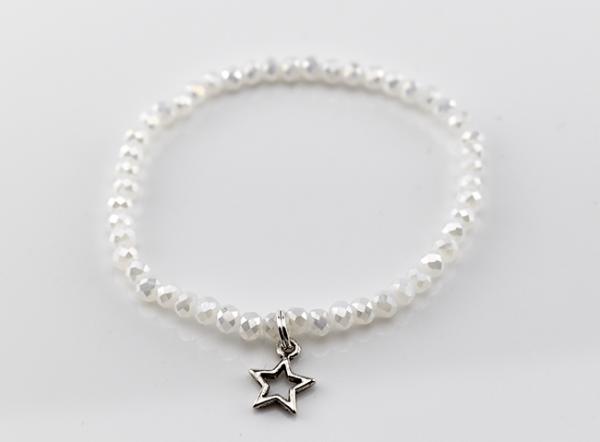 Perlenarmband mit Sternanhänger, weiß